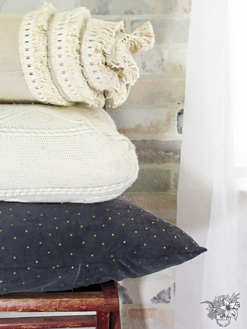 DIY Boulster Tassel Pillow - Pocketful of Posies