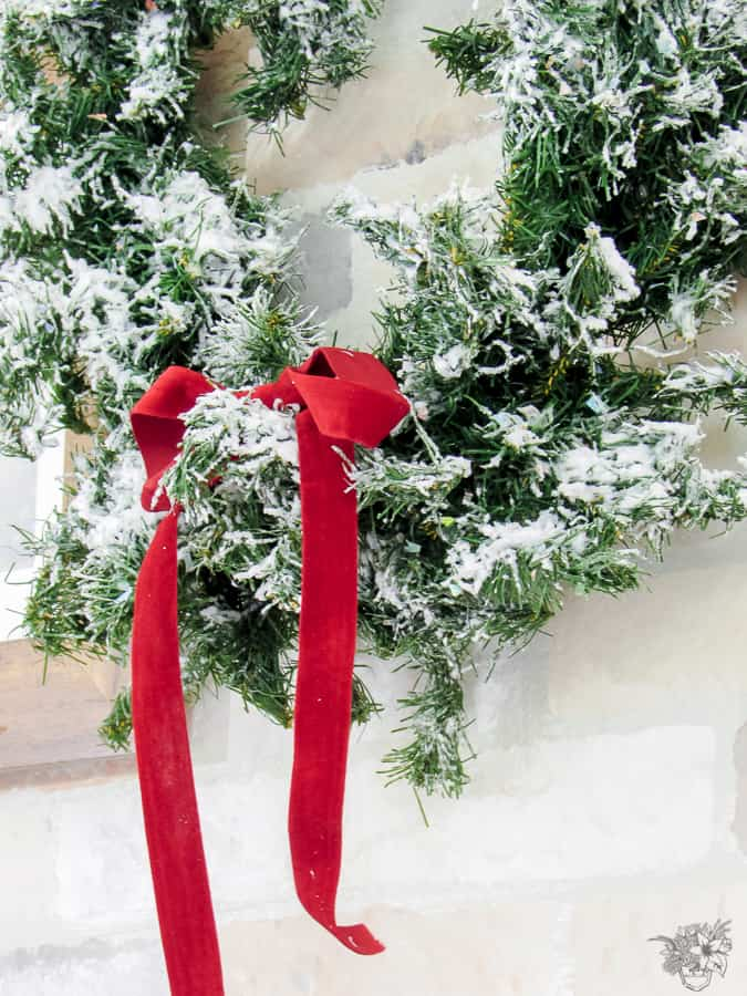 Fast and Easy Christmas Decor, DIY Flocked Christmas Wreath, DIY Wreath, How to turn a garland into a wreath
