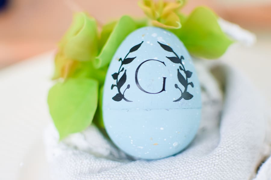 Easter Table Decor, Easte Table Setting, Easter Eggs, DIY Plastic Easter Egg Makeover, Painted Easter Eggs